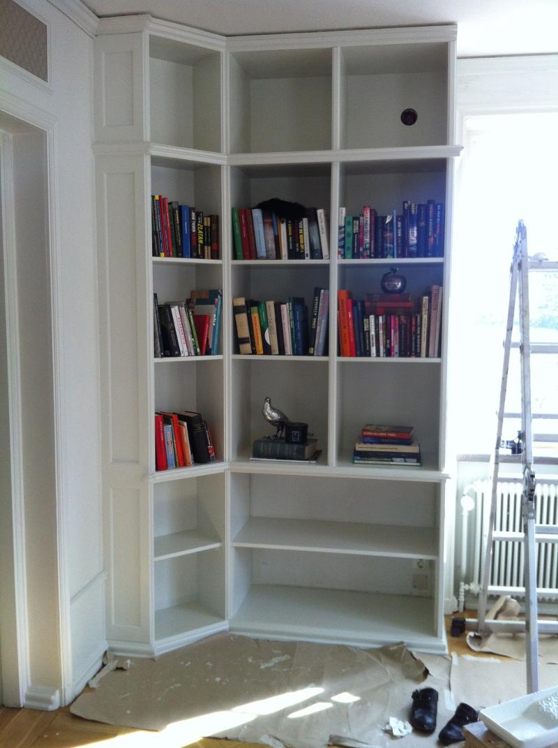Platsbyggd bokhylla del 4 Bland Damm& Dekor