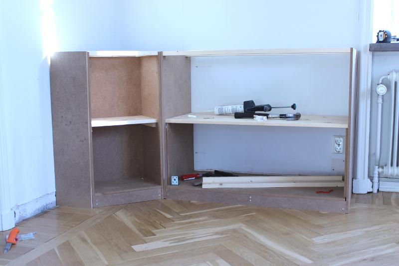 Platsbyggd bokhylla del 2 Bland Damm& Dekor