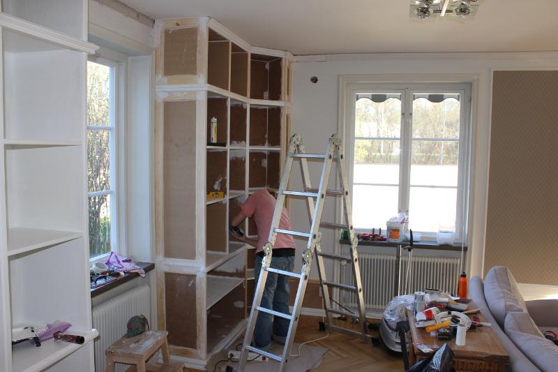 målning bokhylland
