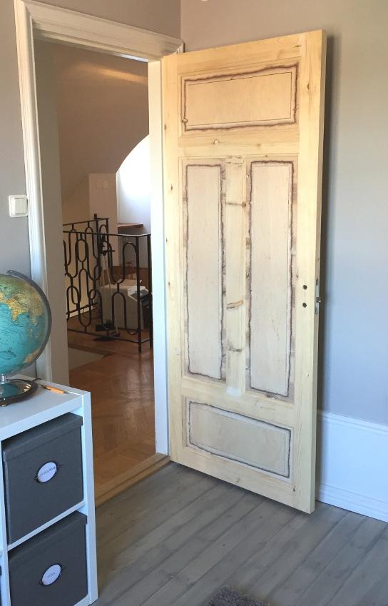 Viggos rum trären dörr